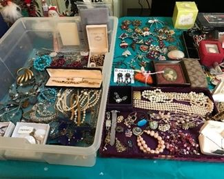 Lots of vintage jewelry