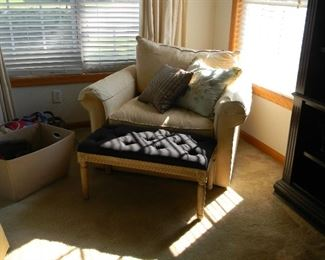$75 Super comfy double wide chair~ $75