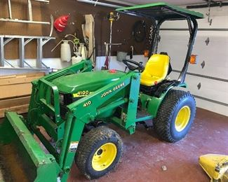 John Deere 4100 tractor  With accessories , less than 500 hours.