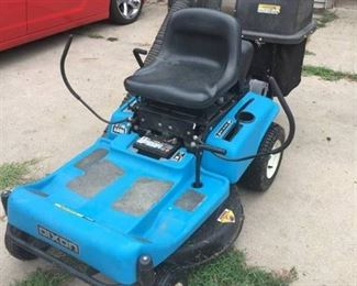 Dixon ZTR 3304 Riding lawn mower 14.5 HP Briggs & Stratton engine with bagger