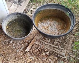 2 Feed Buckets