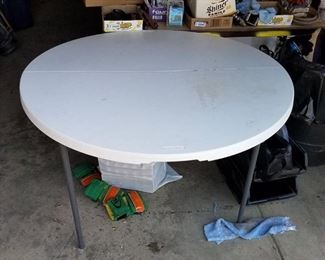 lifetime round folding table- 48 in