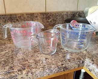 3 glass measuring cups