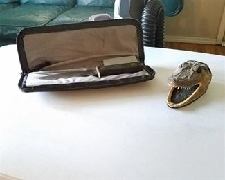 Alligator head and knife with case