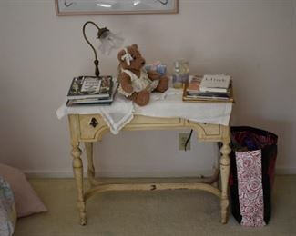 Working vintage sewing machine