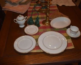 Impeccably care-for Wedgewood china (set of 10 place settings) - Cavendish pattern plus sugar and cream and serving bowl