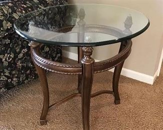 Quality end table (2) and coffee table