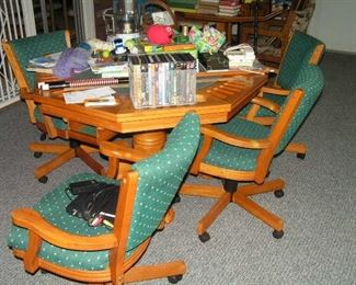 Game table has reversible top & bumper pool plus 4 chairs