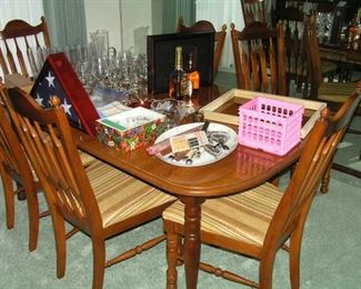 dining table has 6 chairs