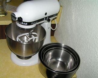 KITCHENAID mixer with bowls