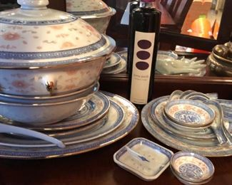 Service for 12 Chinese dinnerware