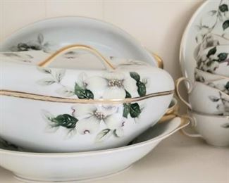 Just in time for the holidays, fabulous dinnerware