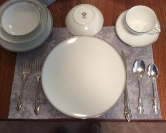 Lenox dinnerware 6 piece place setting. Platter, serving bowl and gravy boat.