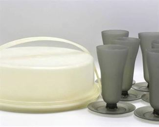 Tupperware Cake holder and 6 Sundae Cups