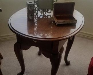 Side table Broyhill oval top table with one drawer and Cabriole legs