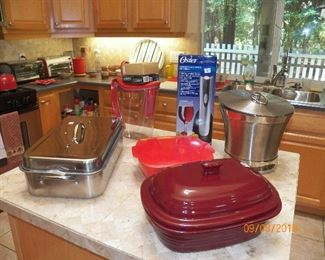 PAMPPER CHEF AND OTHER NICE KITCHEN ITEMS