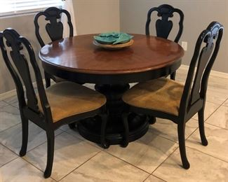 Round Pedestal Dining Table w Leaf and 4 Chairs