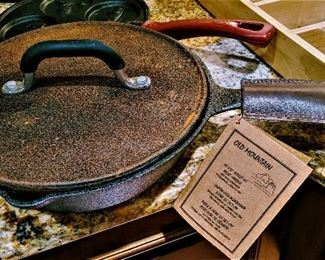 NWT new with tags cast iron skillet with leather handle