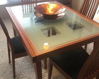DINING TABLE WITH EXTENSION LEAVES BENEATH TABLE - JUST PULL :) WITH 6 CHAIRS