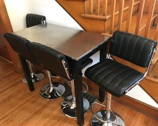 Small kitchen table w/4 chairs