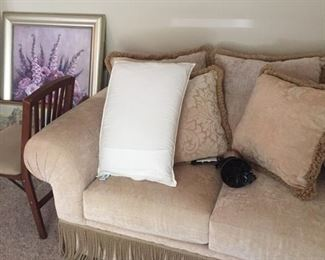 Elegant love seat with cushions