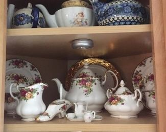 now out-a set of Royal Albert 'Old Country Roses' with teapot too!