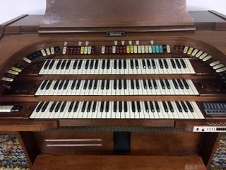 This organ was owned by Helen Brach!!!! The Brach candy heir that disappeared!