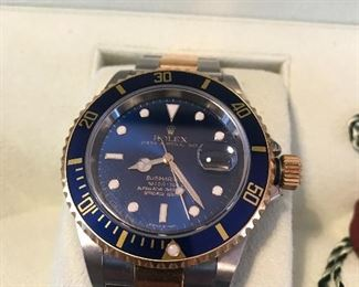 Men's Rolex Sub Mariner, hardly worn with all papers and box.