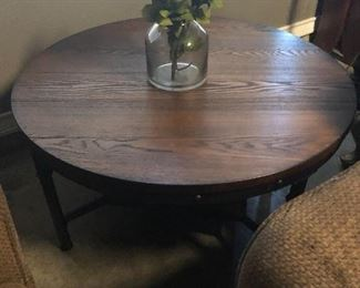 round coffee table   -have 2 smaller matching tables