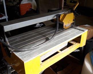 Tile cutting saw