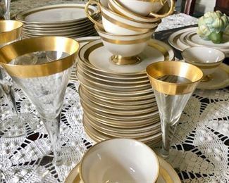 Flintridge China, Theme pattern, service for 12 plus, wide gold rim, 24Kt gold rim stemware, wine glasses, cordial glasses, elegant