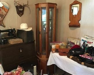 Miscellaneous Sewing Items & Singer Sewing Machine