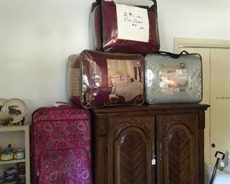 Bedding & Storage Cabinet