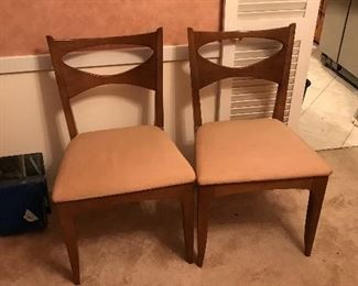 Dining table to match and 6 chairs hutch