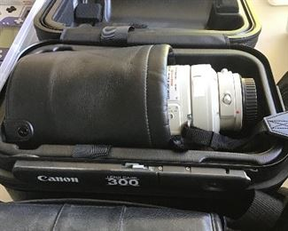 Canon 300mm image stabilizer with case