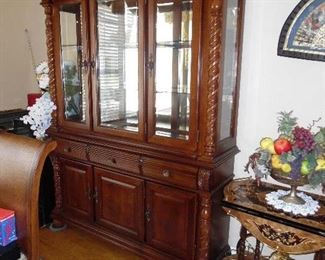 Large Hutch with tons of storage