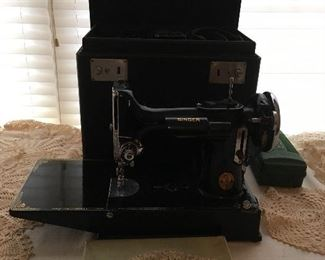 Antique Linens & Lace. Singer Featherweight Sewing Machine in Excellent Condition.