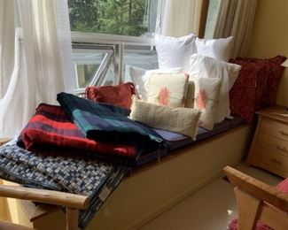 Pillows and two newer Pendleton wool blankets