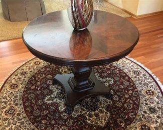 "Sherrill Cabriole Footed Round Entry Table 38""; Decorative Wool Round Rug 70"""