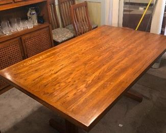 NICE dining table.