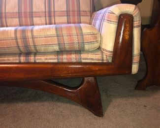 Detail of super awesome sofa frame you need this