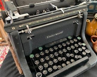 Very nice piece, Underwood vintage typewriter