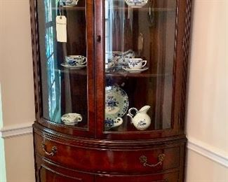 Excellent condition, corner curio by White