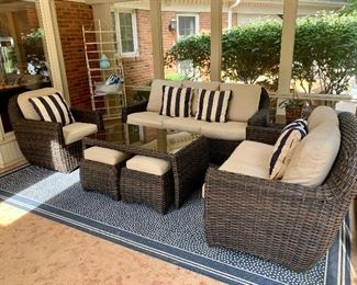 Complete your outdoor look with this beautiful set from Forshaw. 6 piece set