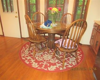 lovely oak kitchen table has 2 extensions to make it an oval shape for your family gatherings