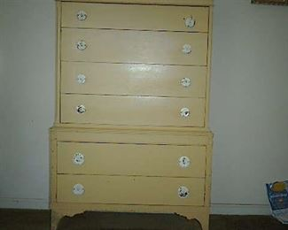 Vintage painted 4 over 2 chest of drawers