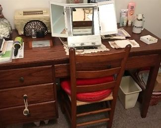 Vintage desk/dressing table and chair