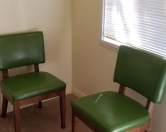 Set of 6 green chairs..ALL $75