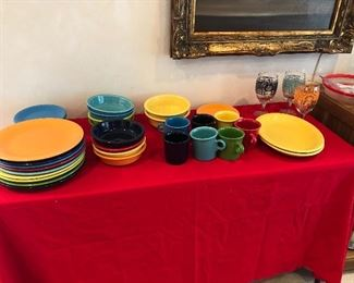 """Fiestware HL, 9 dinner plates, 8 bowls, 2 deep bowls, coffeemugs, dessert plates 7"""" and 3 crazy cool glasses"""