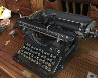 Antique / Vintage Underwood Typewriter